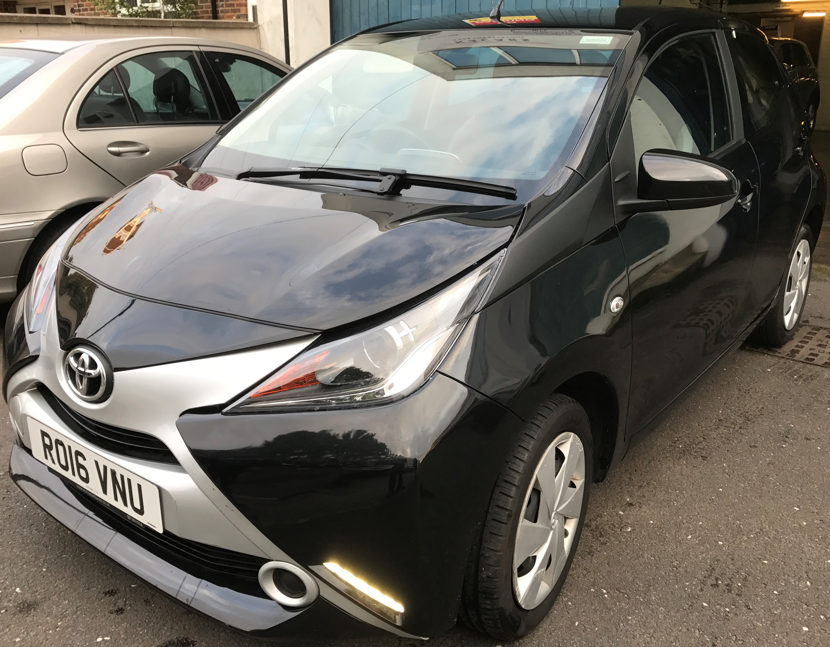 Toyota Aygo 1.0 VVT-i x-play 5dr 1 OWNER ,1 YEAR WARRENTY,£6250